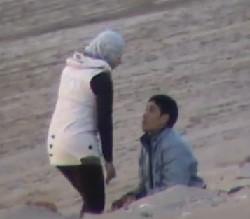 محجبه شرموطه مع خطيبها يفرشها وتضربه وواحد صورهم وفضحهم
