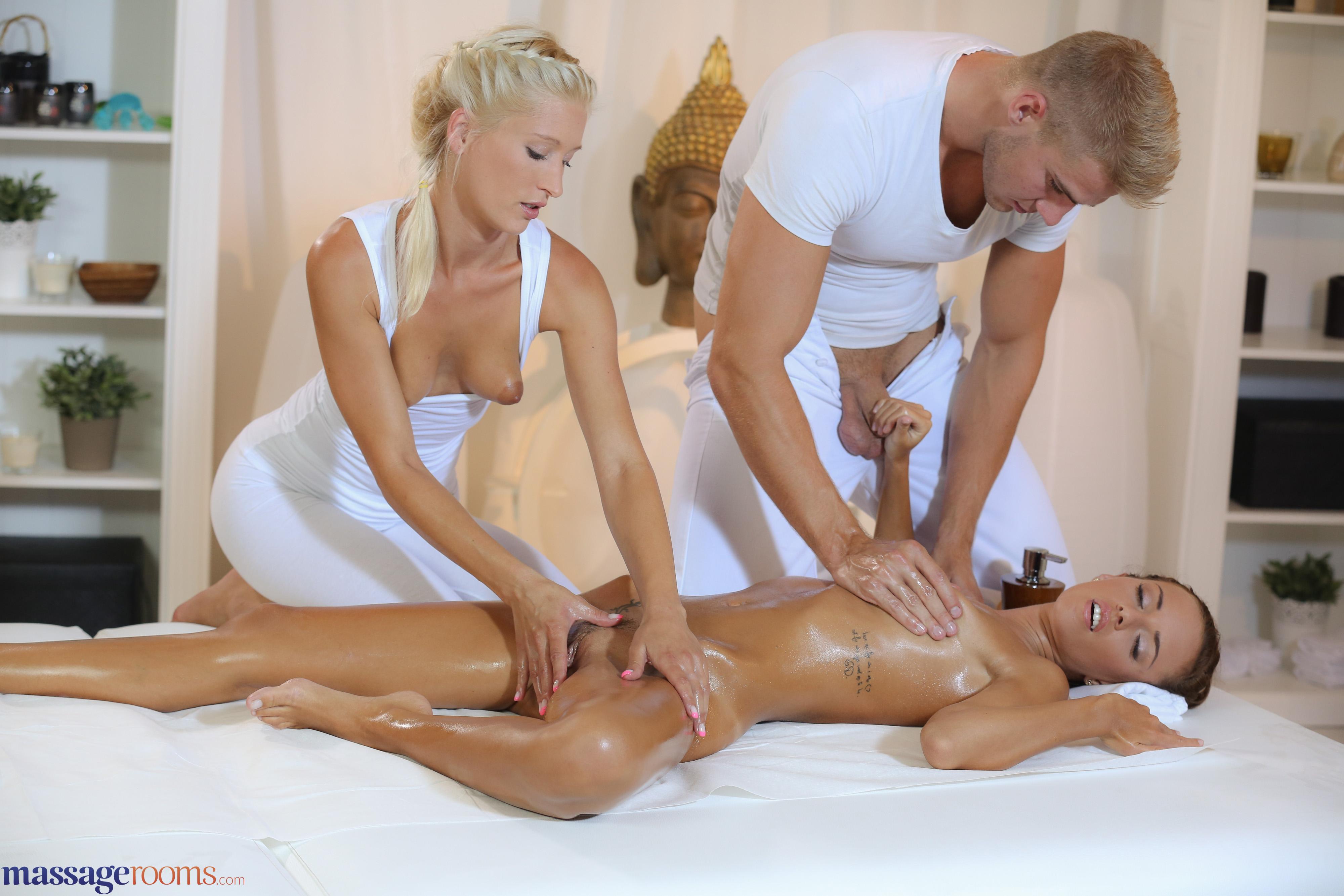 Девушка делала массаж парень и дала ему — img 13